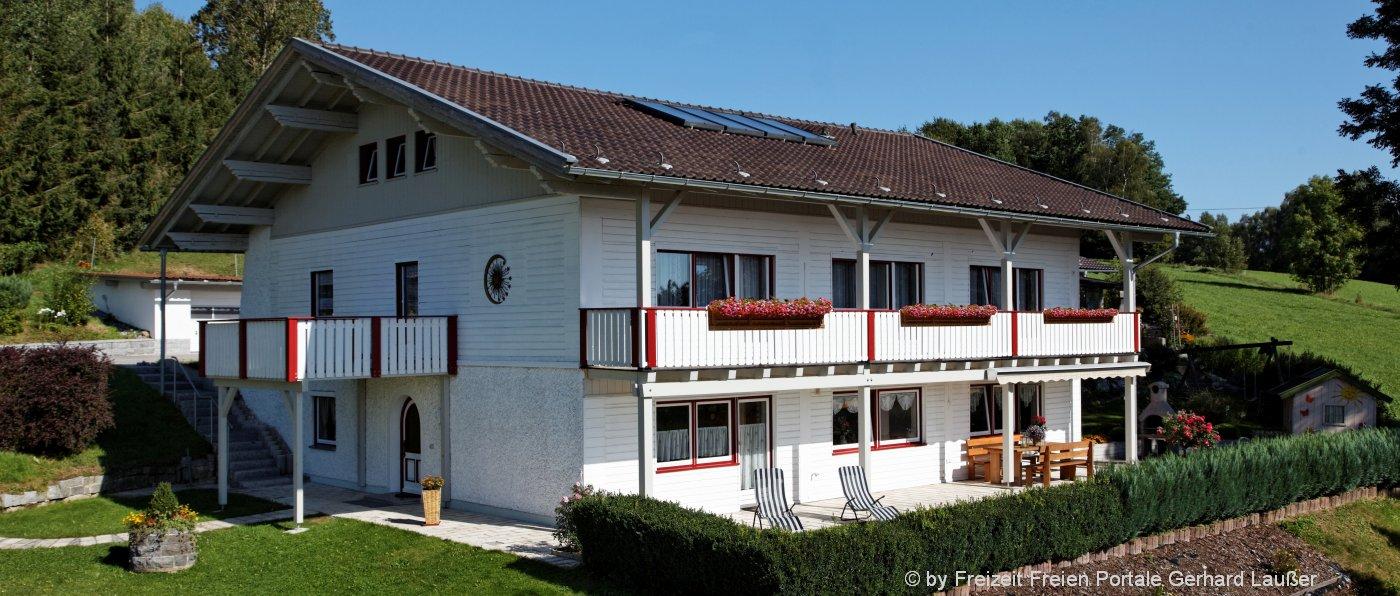 achatz-panorama-gruppenferienhaus-bayersicher-wald-aussenansicht