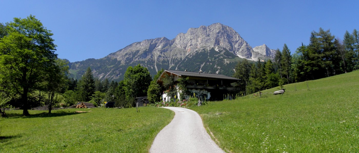 berchtesgadener-land-berghuetten-bayern-luxus-chalets-almbachklamm