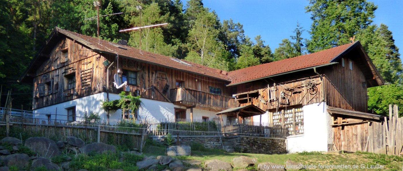 berghütten-mieten-bayerischer-wald-almhuettenurlaub-bayern-aussenansicht