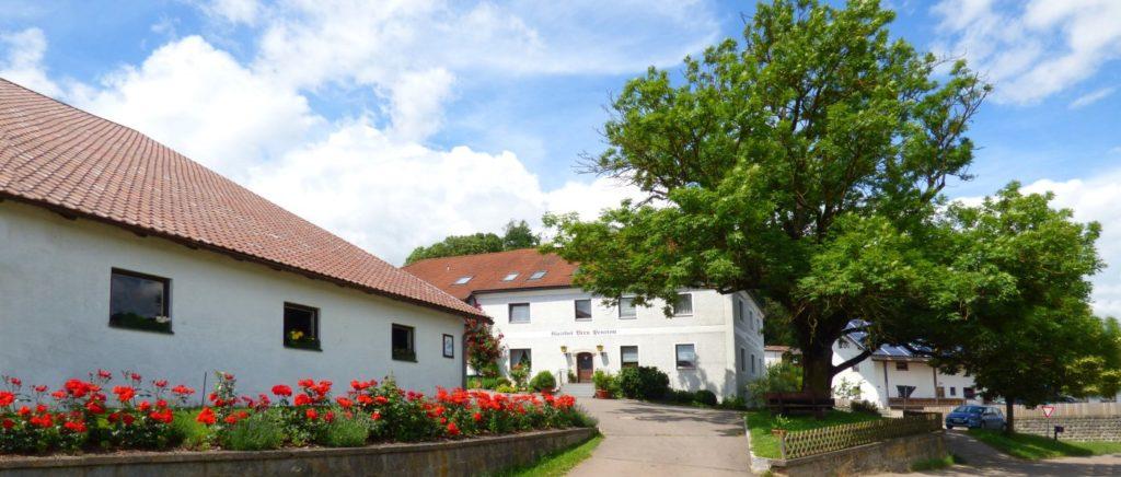 breu-oberpfalz-bauernhofurlaub-bayern-gasthof-kuhstall-ansicht