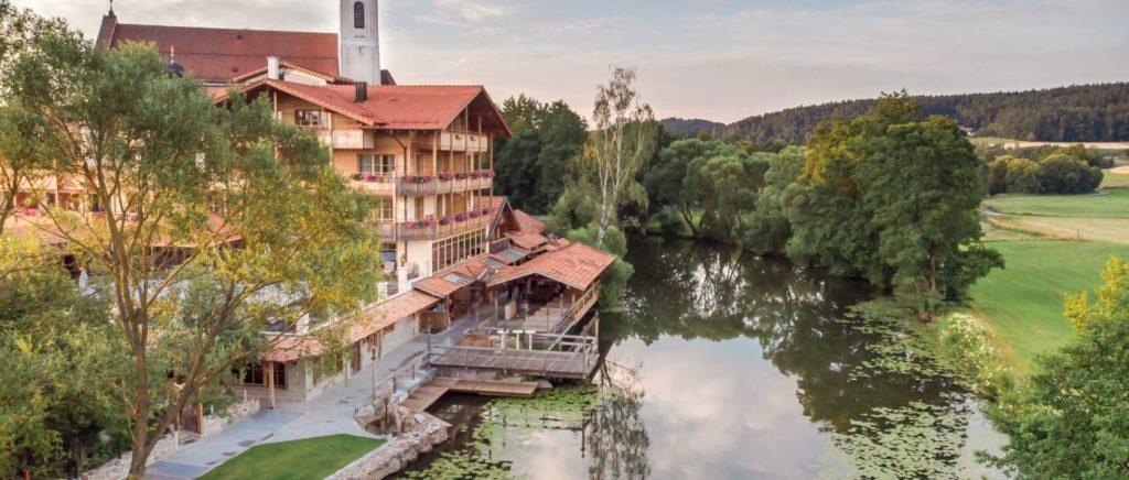 brunnerhof-romantikurlaub-bayern-liebesurlaub-deutschland-hotelansicht