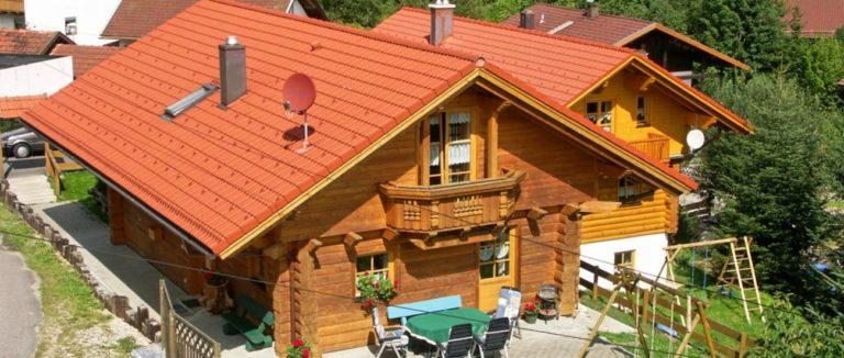 fischer-blockhaus-mieten-bayerischer-wald-ferienhaus-aussenansicht