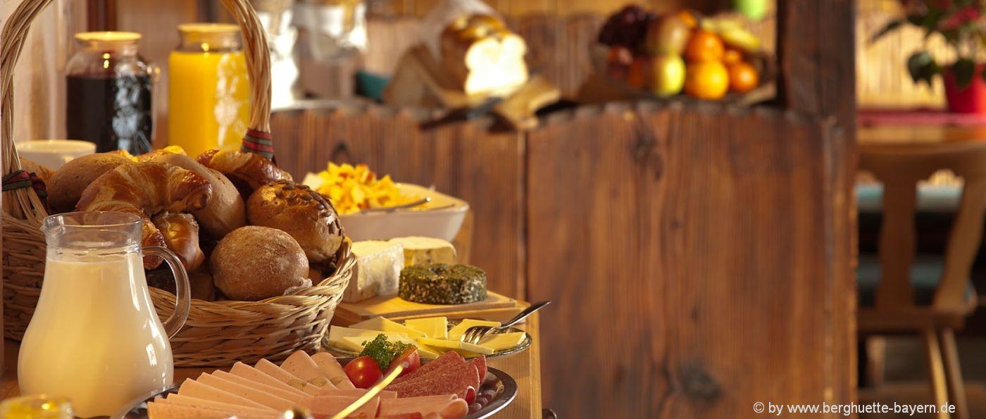 frühstück-bayern-pension-günstig-übernachten-buffet-essen