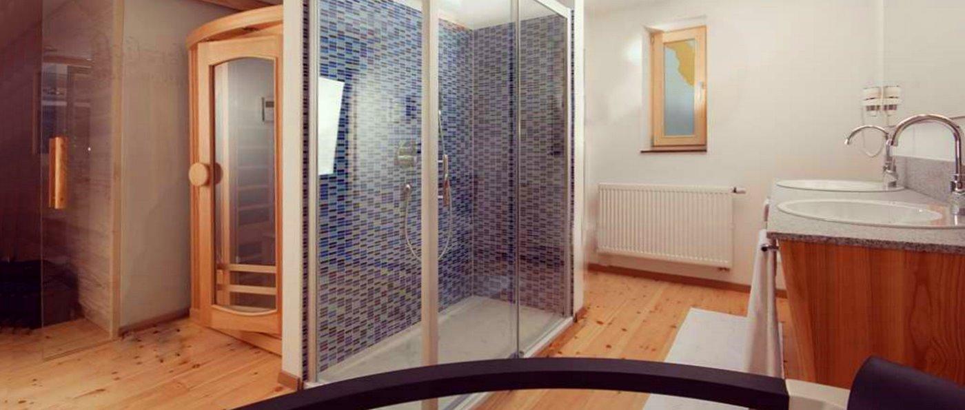 hastreiter-bayerischer-wald-hotel-wellness-suite-sauna-zimmer-whirlpool