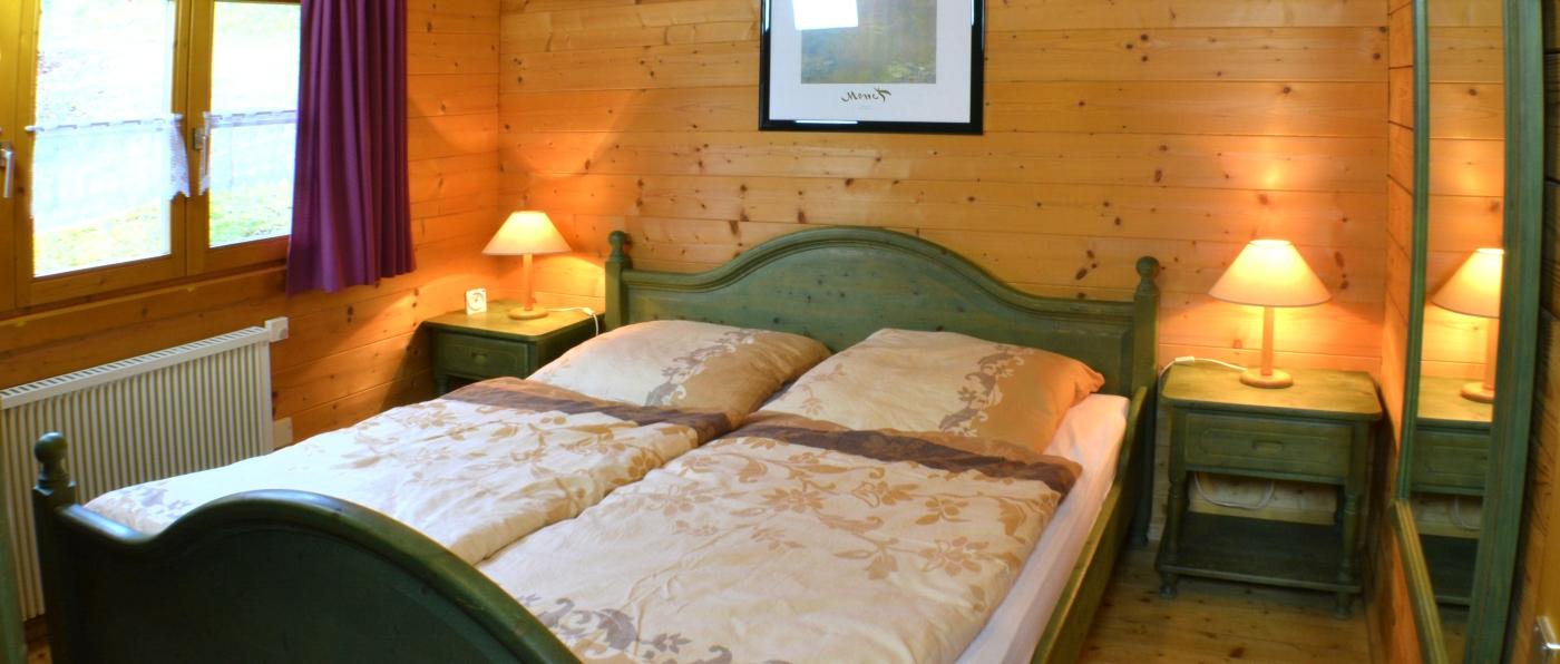 hedwig-holzblockhaus-urlaub-bayern-schlafzimmer