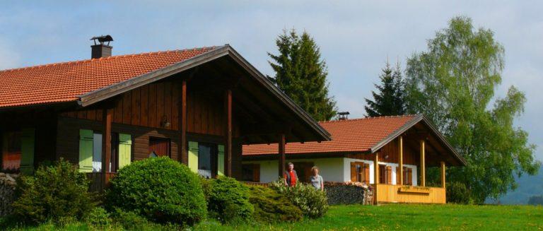 hirschhof-bungalow-mieten-bayern-hütten-aussenansicht