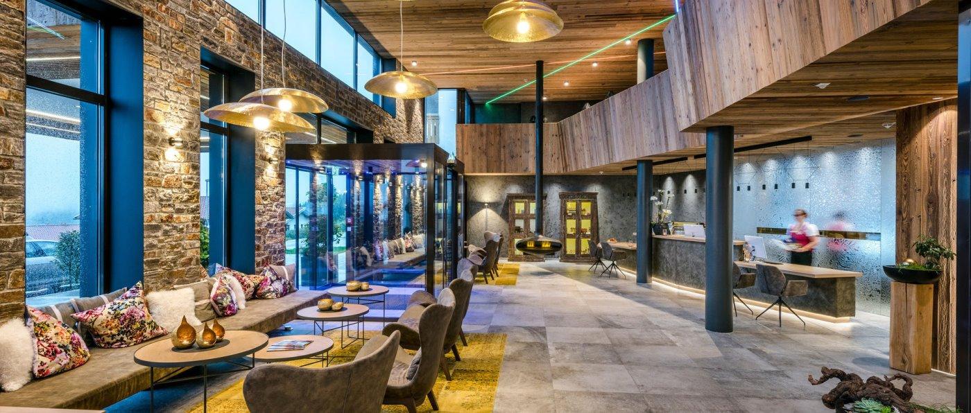 hüttenhof-bayerischer-wald-wellnesshotel-bayern-luxushotel-lobby