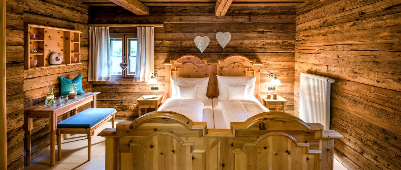 hüttenhof-bergdorf-bayerischer-wald-almdorf-chalets-schlafzimmer
