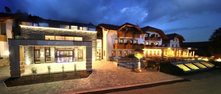 hüttenhof-wellnesshotel-bergdorf-bayerischer-wald-luxushotel