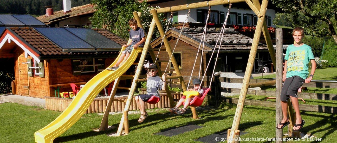 kinderfreundliche-berghuetten-familienfreundliche-ferienhaus-kinderspielplatz