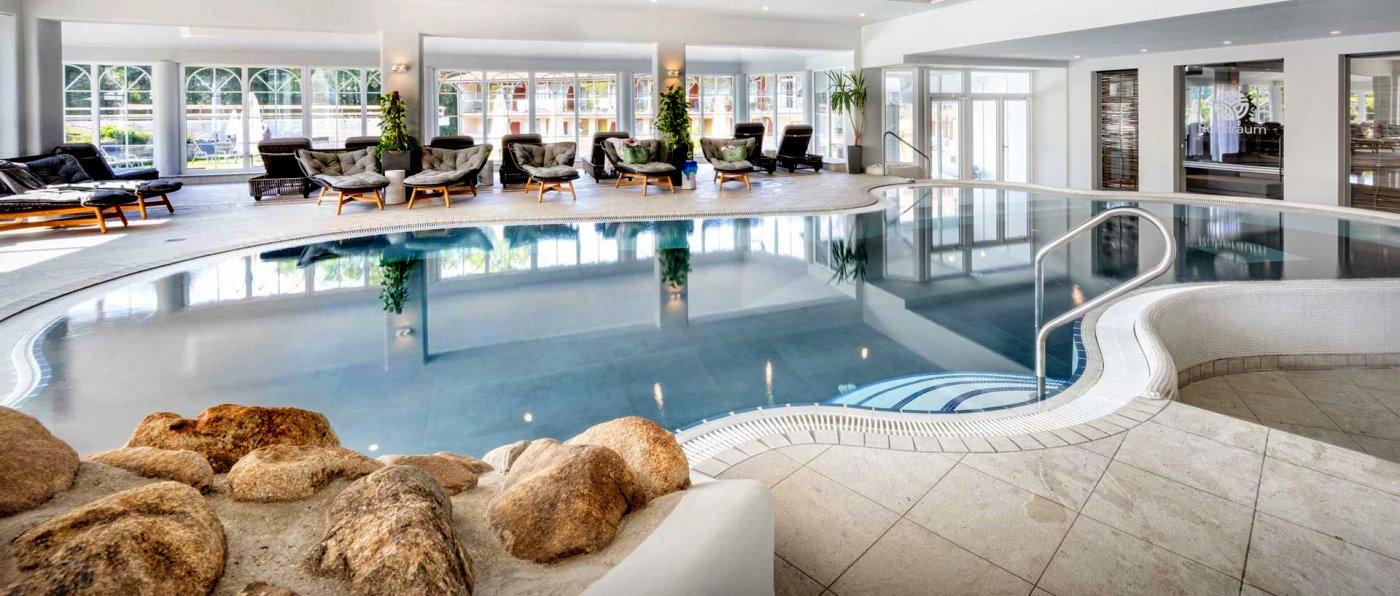 hallenbad-familien-kinder-wellnesshotel-deutschland-schwimmbad