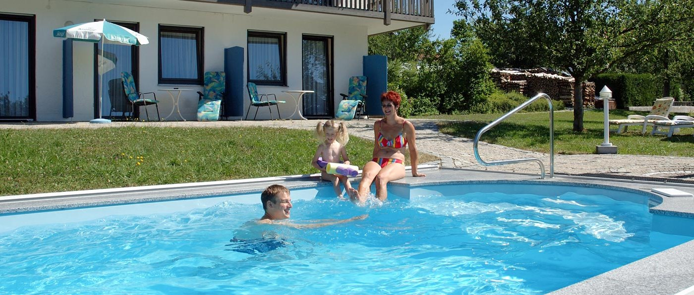 pongratz-gasthof-mit schwimmbad-bayern-Hotel-swimming-pool
