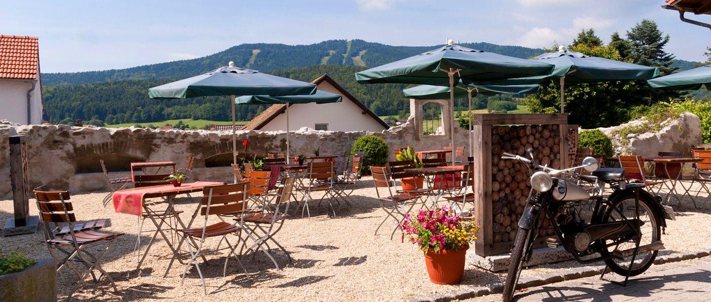 pongratz-hotel-gasthof-bayerischer-wald-biergarten