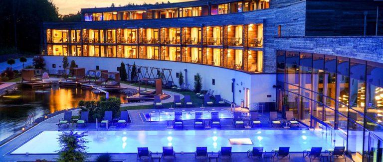 reischlhof-bayerischer wald-hotel-private-spa-suiten-bayern-aussen-pool
