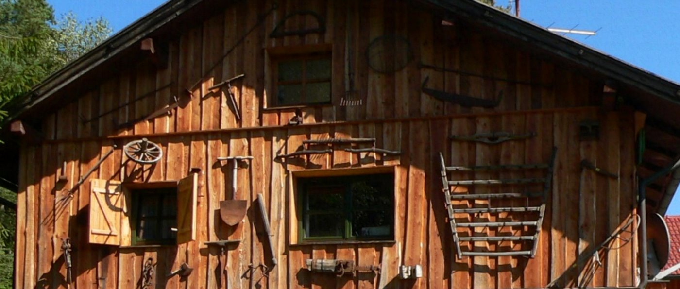 richards-almhütten-bayern-ferienhütten-mieten-deko-alte-sachen