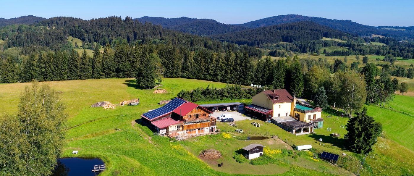 runenhof-bayerischer-wald-bauernhof-pension-mit-pool-bayern-ansicht
