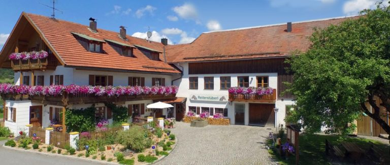 schanzer-luxus-ferienhaus-mieten-bayerischer-wald-reiterhof-ansicht