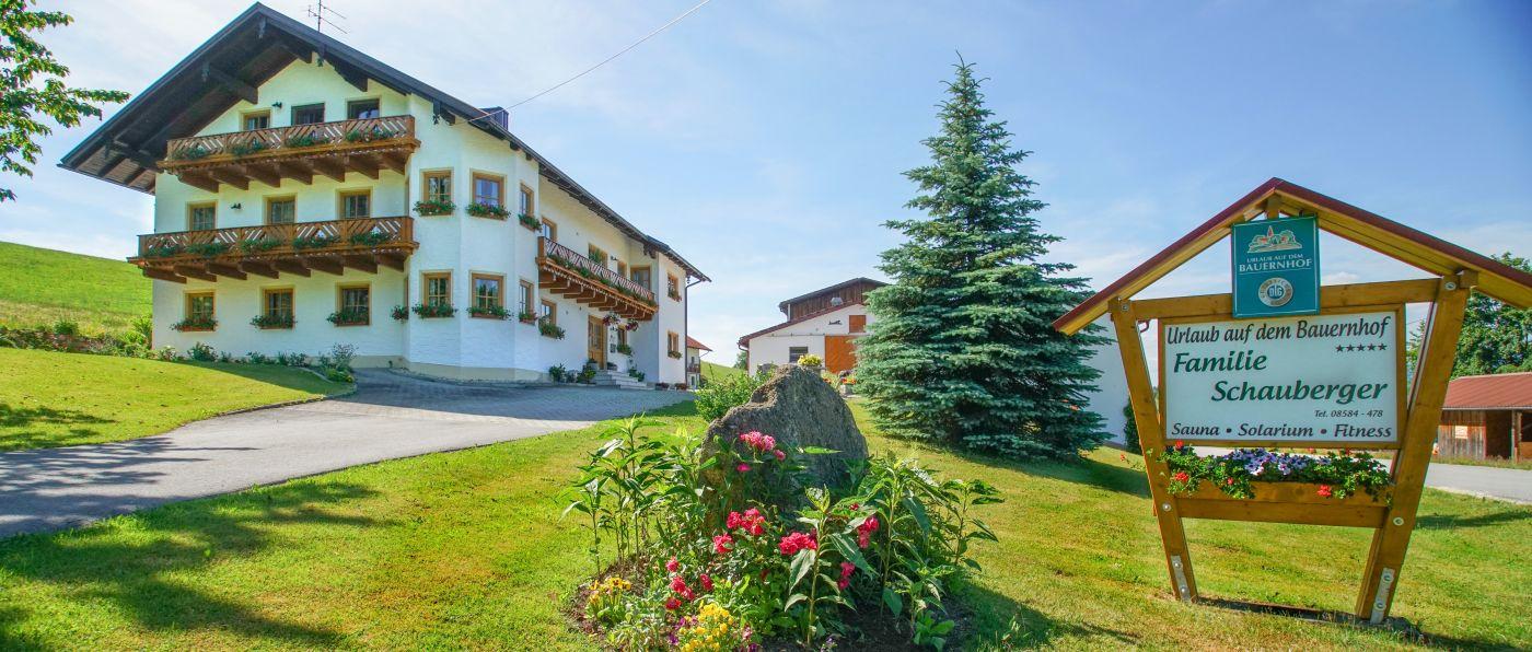 schauberger-niederbayern-bauernhof-bayerischer-wald-ferienhaus-ansicht