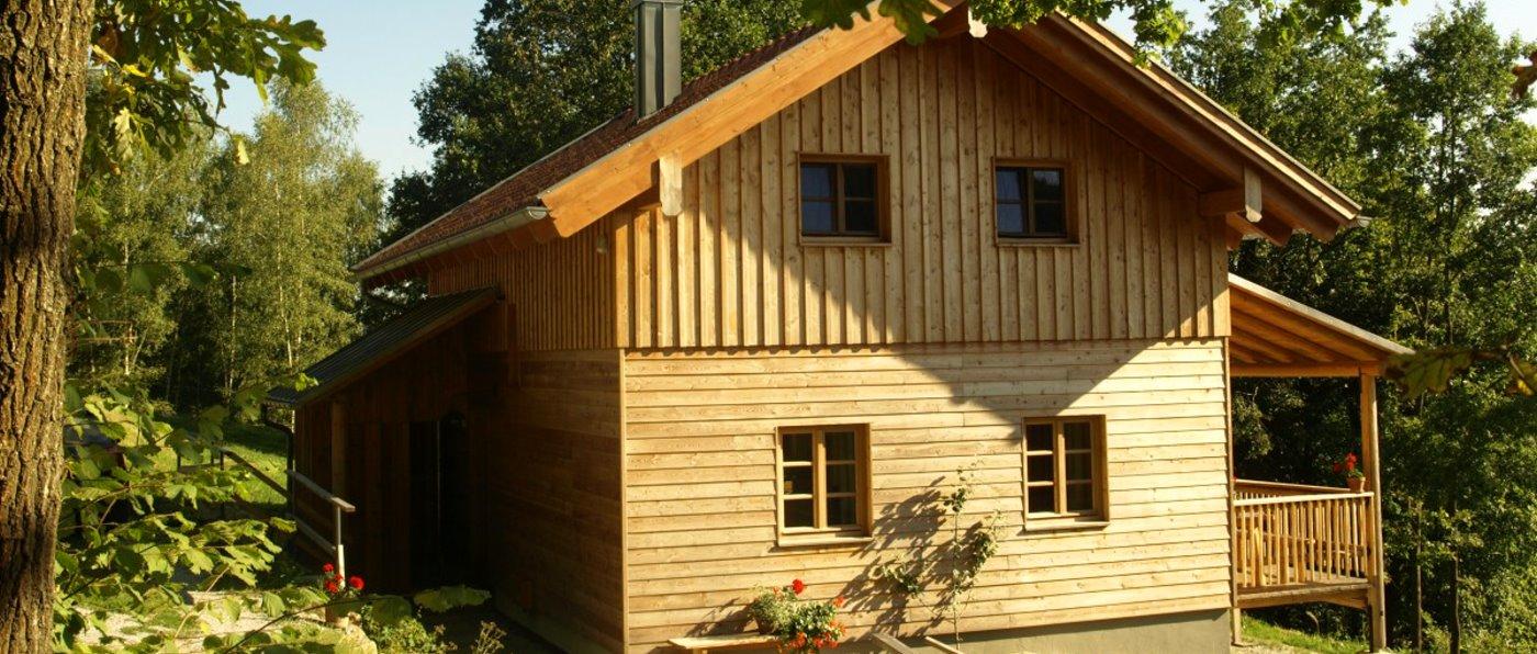 sunleitn-2-personen-ferienhütten-bayerischer-wald-chalets-aussen-ansicht