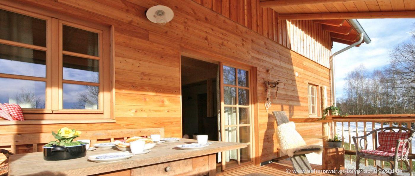 sunleitn-4-personen-chalets-niederbayern-ferienhütten-veranda