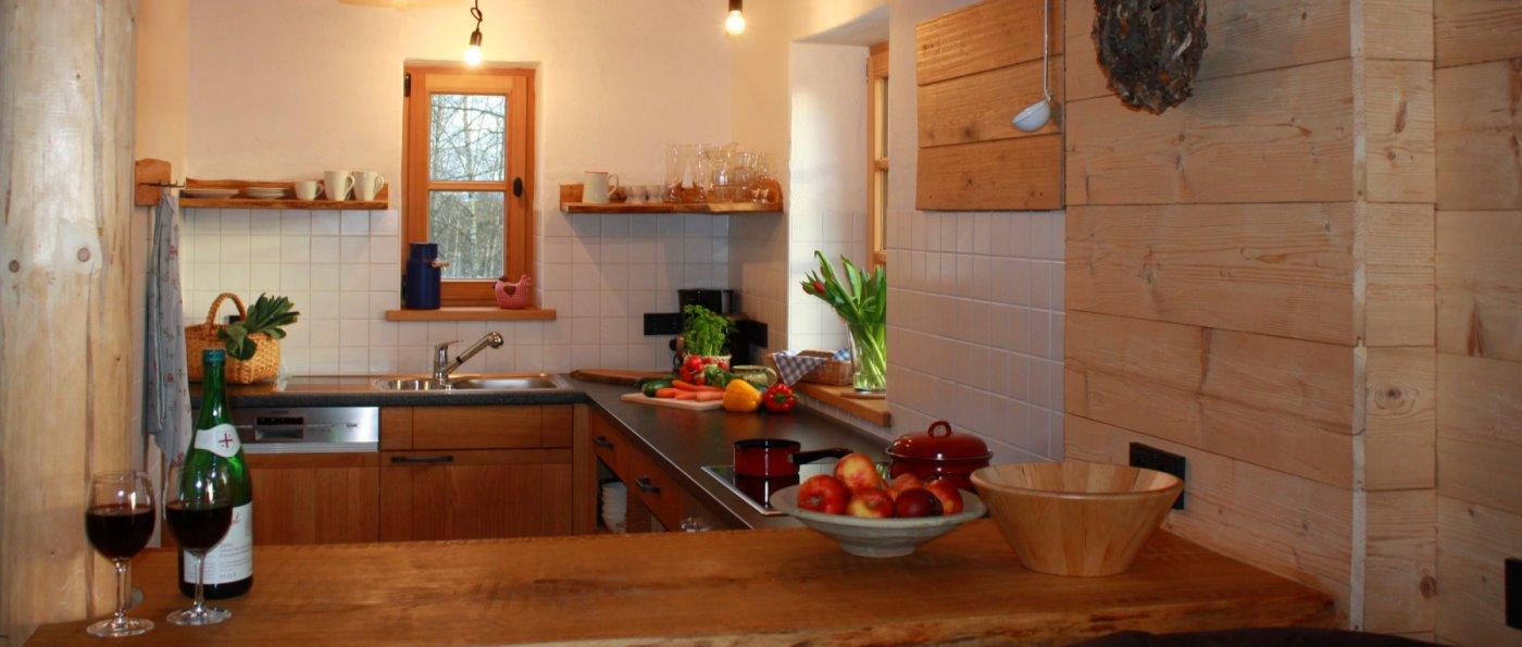 sunleitn-bayerischer-wald-ferienhütten-für-zwei-holzhaus-kochen