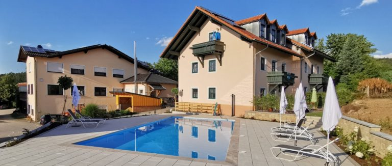 türlinger-gasthof-hotel-aussenpool-bayern-swimming-pool