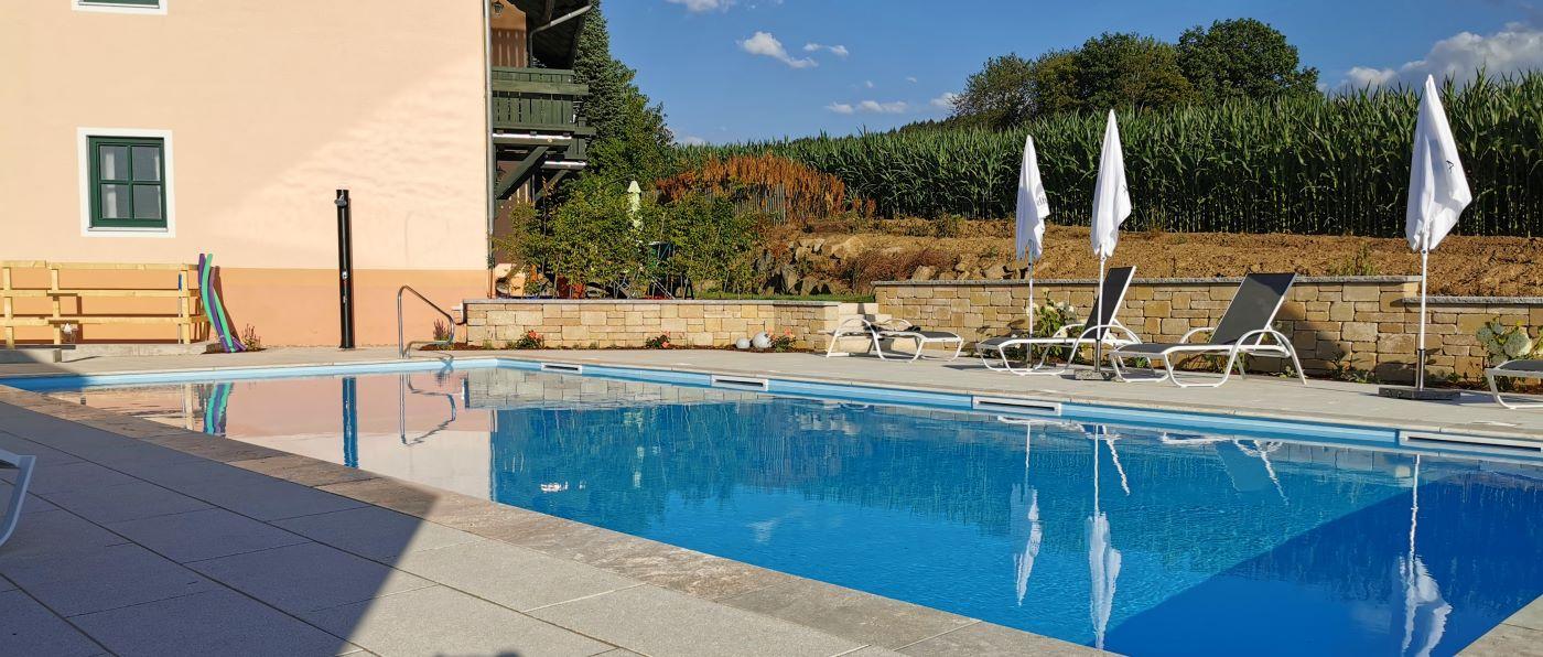 tuerlinger-hotel-gasthof-swimming-pool-cham-oberpfalz-aussenpool