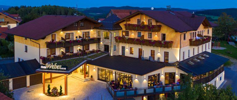 weber-bayerischer-wald-kinderhotel-deutschland-wellnesshotel-aussen