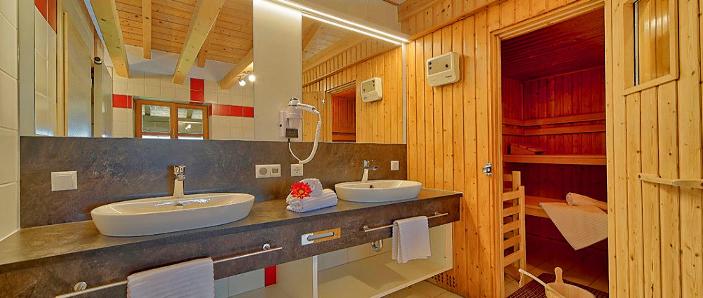 weber-luxus-ferienhaus-mit-sauna-deutschland-wellness-bad