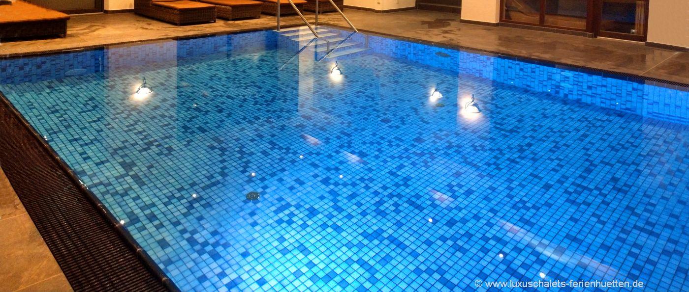 wellnesshotel-bayerischer-wald-hallenbad-swimming-pool-bayern