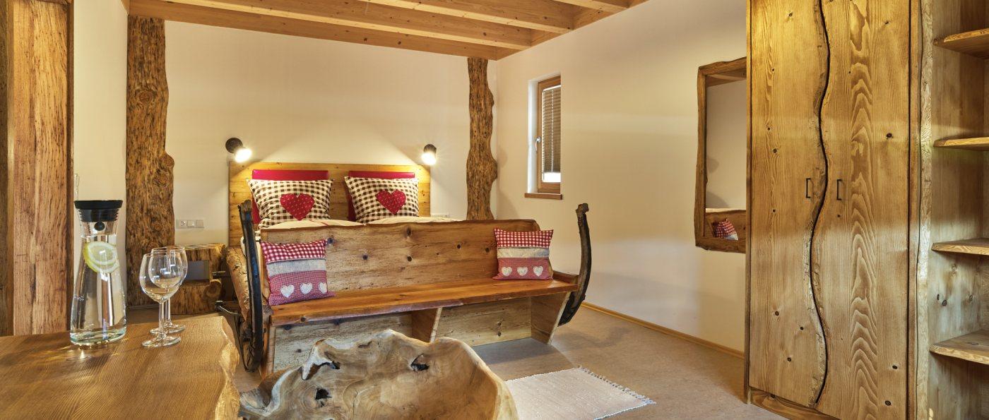 wieshof-bayern-luxus-bauernhofurlaub-ferienwohnungen-schlafzimmer